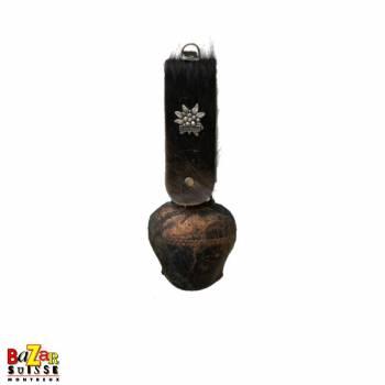 Cloche Tyrol viellie avec fourrure & Edelweiss en métal